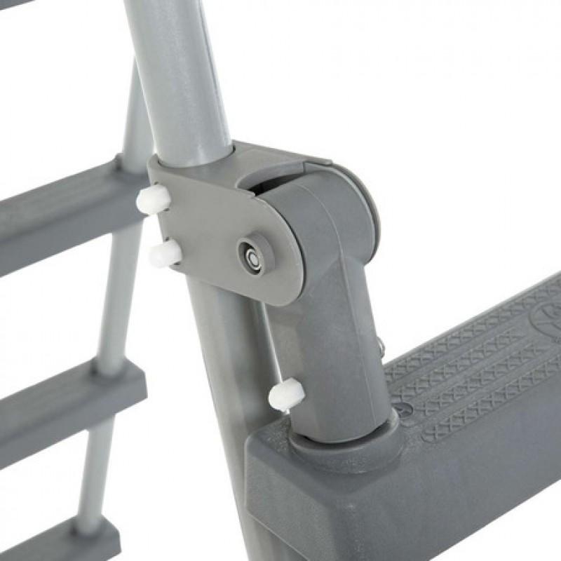 Detalhe escada de segurança com plataforma Bestway