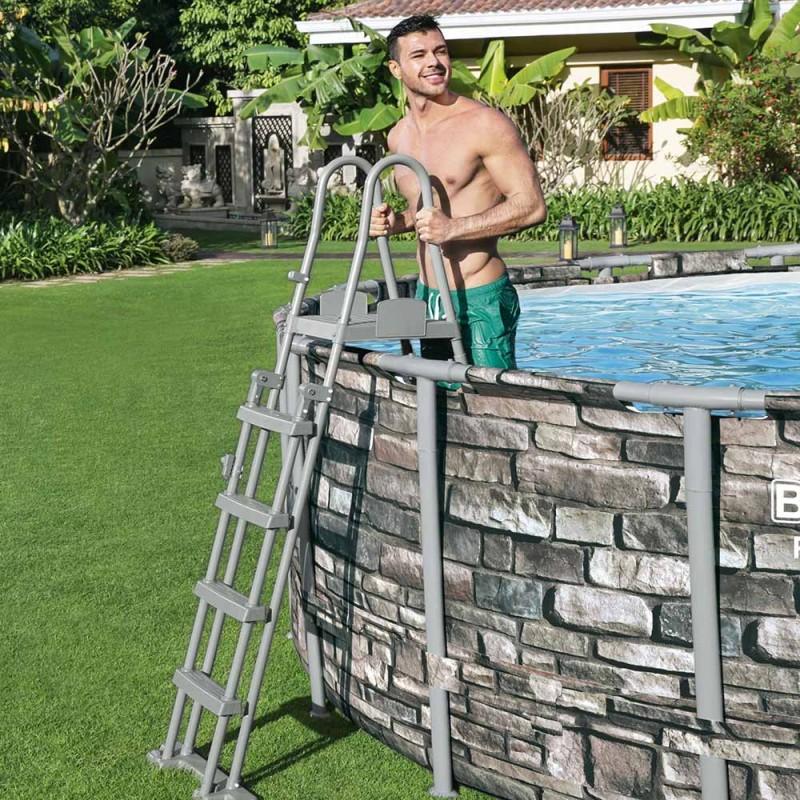 Escada de segurança para piscina de superfície